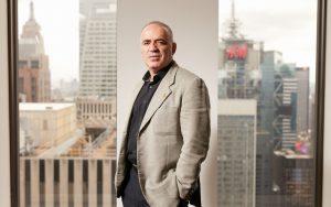 IA / AI, Garry Kasparov: L'ex-champion du monde d'échecs affirme; L'intelligence artificielle nous rendra plus humains.