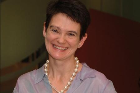 Diane COYLEN , chargé d'études à l'Université de Manchester